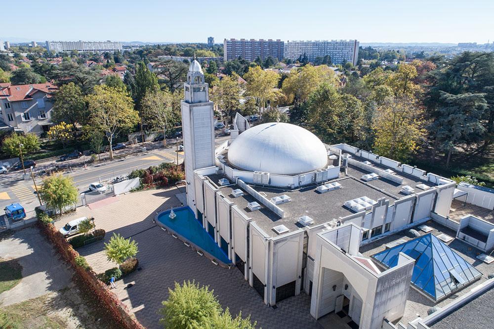 La grande mosquée de Lyon attire